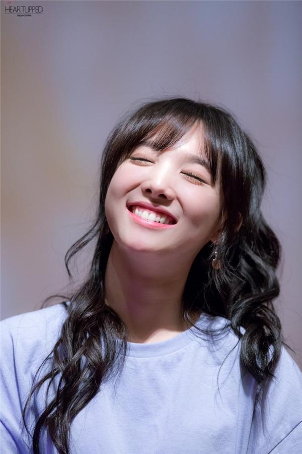 Thần tượng Kpop: tưởng lạnh lùng khó gần, nhưng cười đẹp xuất thần
