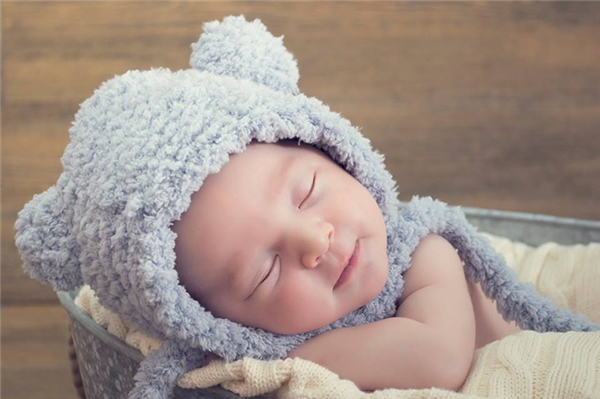 Đến khi bé Dejan ra đời, cả thế giới cũng cùng chung vui với hai vợ chồng.