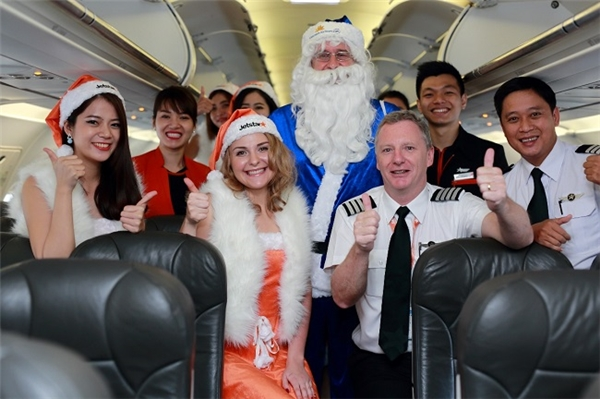 Cả tổ bay đều rất háo hức với chuyến bay đặc biệt có sự xuất hiện của ông già Noel và dàn công chúa tuyết xinh đẹp.