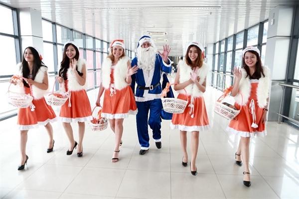 """""""Biệt đội"""" Giáng sinh của hai hãng hàng không."""