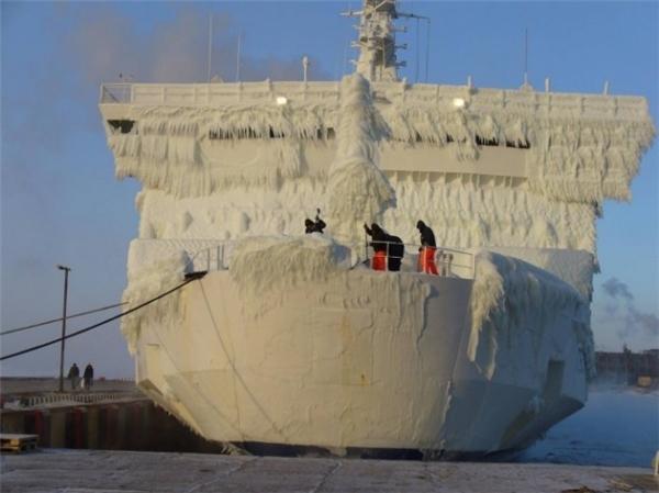 Cuộc sống trên những con tàu vào mùa đông chẳng khác khi sống giữa một lâu đài băng lạnh giá.