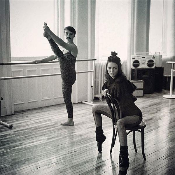 Cả hai anh em đều được cho học ballet từ nhỏ luôn nhé.