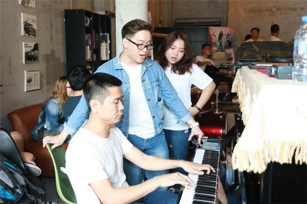 Nhạc sĩ Hồ Hoài Anh luyện tập cùng Family Band. - Tin sao Viet - Tin tuc sao Viet - Scandal sao Viet - Tin tuc cua Sao - Tin cua Sao