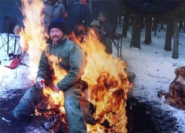 Một ngày tuyết giá rét, được chút lửa sưởi ấm từ bạn bè thì đời còn gì để phàn nàn?!