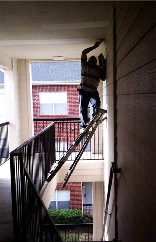 Đây gọi là sáng tạo với thang nhé.