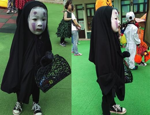 Vô Diện là nhân vật hoạt hình yêu thích của Trác Trân, cô bé đã không chần chừ trả lời ngay khi mẹ hỏi muốn hóa trang thành nhân vật nào.