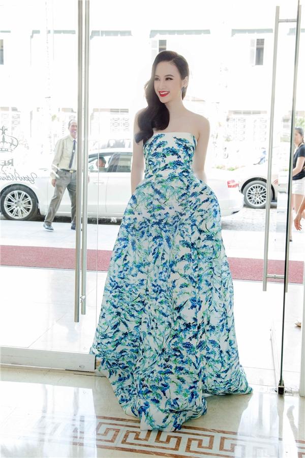 Mới đây,Angela Phương Trinhvừa xuất hiện tại sự kiện khai trương một cửa hàng thời trang ởTP.HCM. - Tin sao Viet - Tin tuc sao Viet - Scandal sao Viet - Tin tuc cua Sao - Tin cua Sao