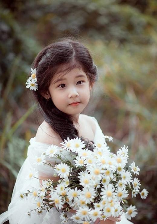 Bộ ảnh xinh đẹp nhằm kỉ niệm sinh nhật 4 tuổi của bé.