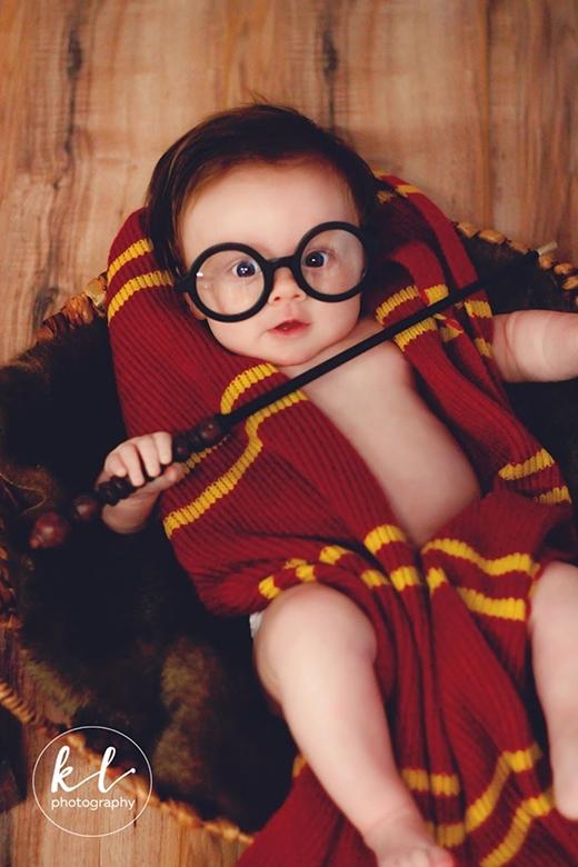 """Harry Potter phiên bản 3 tháng tuổi siêu đáng yêu này chắc chắn sẽ """"đốn tim"""" hàng vạn người."""