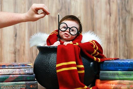 Con là Harry Potter đấy nhé.