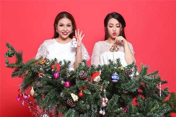 """Mừng một mùa Giáng sinh ý nghĩa khi đồng hành trong hành trình chinh phục niềm đam mê nghệ thuật, hai chị em thân thiết Khả Như và Pu Ka đã thực hiện loạt ảnh Giáng sinh theo cách riêng và """"không giống ai""""."""