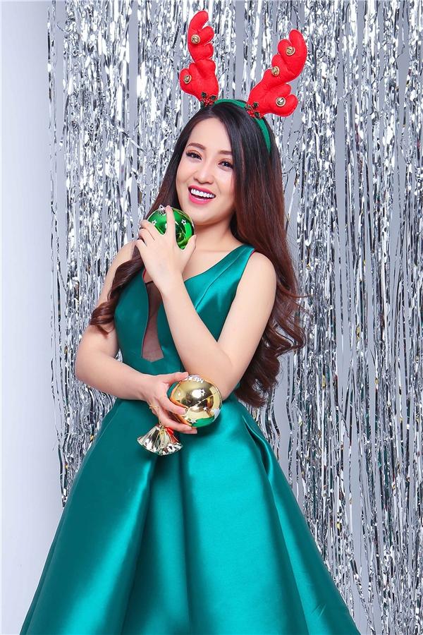 """Còn với Puka, dù bận rộn cho cho cuộc thi Cười xuyên Việt - Phiên bản nghệ sĩ những đêm thi quan trọng nhưng cô cũng sẽ dành khoảng thời gian của mình với """"một nửa"""" của cô."""