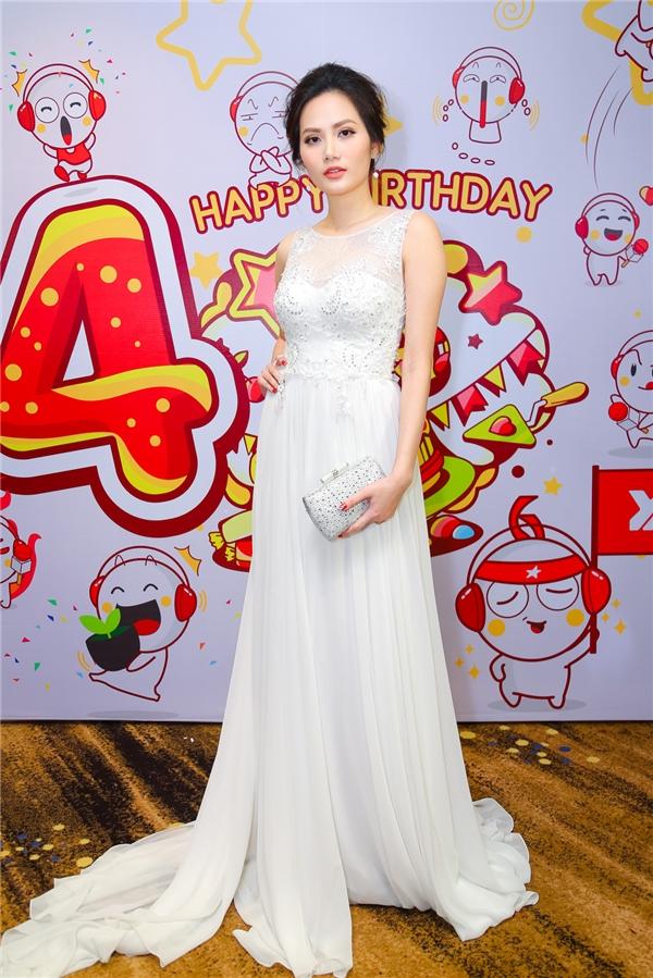 Hoa hậu Đông Nam Á - Diệu Linh kiêu sa trên thảm đỏ sự kiện. - Tin sao Viet - Tin tuc sao Viet - Scandal sao Viet - Tin tuc cua Sao - Tin cua Sao