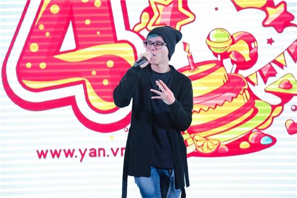 Hoàng Tôn tái hiện bản hit đình đám Only You trên sân khấu sinh nhật YAN News. - Tin sao Viet - Tin tuc sao Viet - Scandal sao Viet - Tin tuc cua Sao - Tin cua Sao
