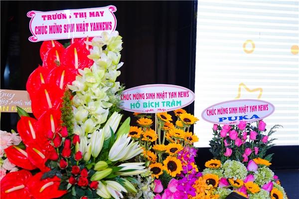 Các nghệ sĩ gửi hoa chúc mừng sinh nhật YAN News tròn 4 tuổi. - Tin sao Viet - Tin tuc sao Viet - Scandal sao Viet - Tin tuc cua Sao - Tin cua Sao