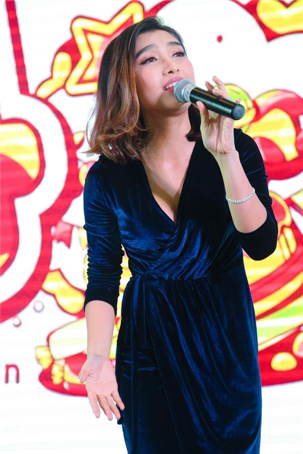 Nữ ca sĩ Tiêu Châu Như Quỳnh mang đến chương trình ca khúc mới nằm trong album sắp phát hành của cô. - Tin sao Viet - Tin tuc sao Viet - Scandal sao Viet - Tin tuc cua Sao - Tin cua Sao