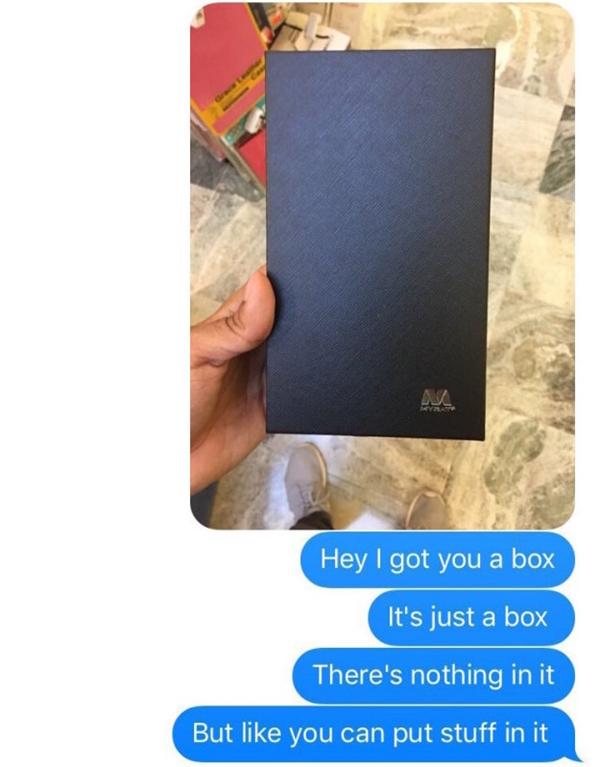 """""""Anh có một chiếc hộp cho em nè. Chỉ là hộp rỗng thôi, nhưng em có thể đựng đồ vào đó."""""""
