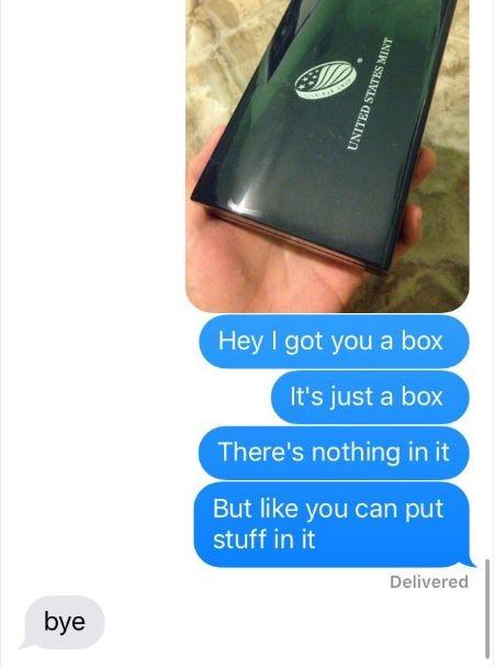 """""""Anh có một chiếc hộp cho em nè. Hộp rỗng thôi nhưng em có thể đựng đồ trong đó"""" - """"Bye"""". Trà lời thế này thì đúng là phũ đừng hỏi."""