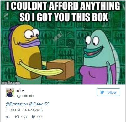 """Thậm chí ảnh chế từ câu chuyện này cũng ra đời. """"Anh chẳng mua được cái gì cả, nên anh tặng em cái hộp nè."""""""