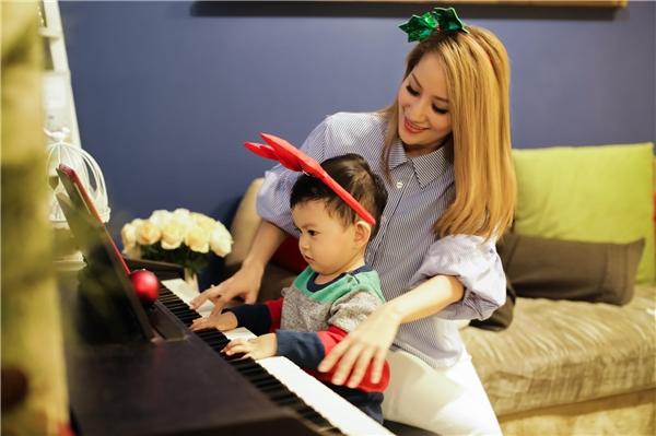 Ngưỡng mộ với hạnh phúc của gia đình kiểu mẫu Khánh Thi-Phan Hiển - Tin sao Viet - Tin tuc sao Viet - Scandal sao Viet - Tin tuc cua Sao - Tin cua Sao