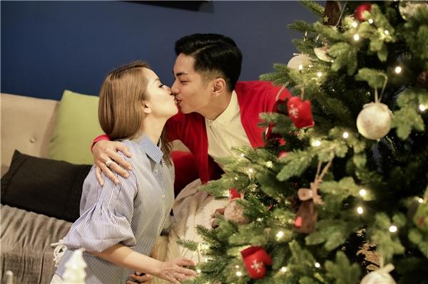 Trong showbiz, Phan Hiển nổi tiếng là người đàn ông mẫu mực, hết lòng yêu thương và chiều chuộng vợ con. - Tin sao Viet - Tin tuc sao Viet - Scandal sao Viet - Tin tuc cua Sao - Tin cua Sao