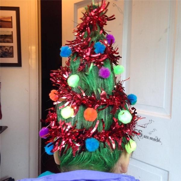 """Tóc cây thông, mốt làm đẹp mùa Giáng sinh đang """"sốt"""" trên mạng xã hội"""