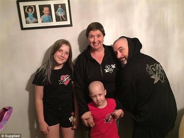 Hayley cùng với gia đình mình.