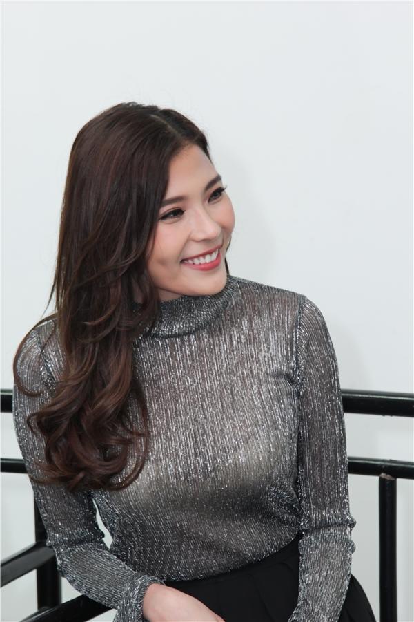 Chia sẻ về vai diễn mới, bà xã Lương Thế Thành cho biết cô cảm thấy rất hào hức và cảm thấy thú vị. Nữ diễn viên tìm thấy ở đâu đó, một chút của bản thân mình trong tính cách nhân vật. - Tin sao Viet - Tin tuc sao Viet - Scandal sao Viet - Tin tuc cua Sao - Tin cua Sao