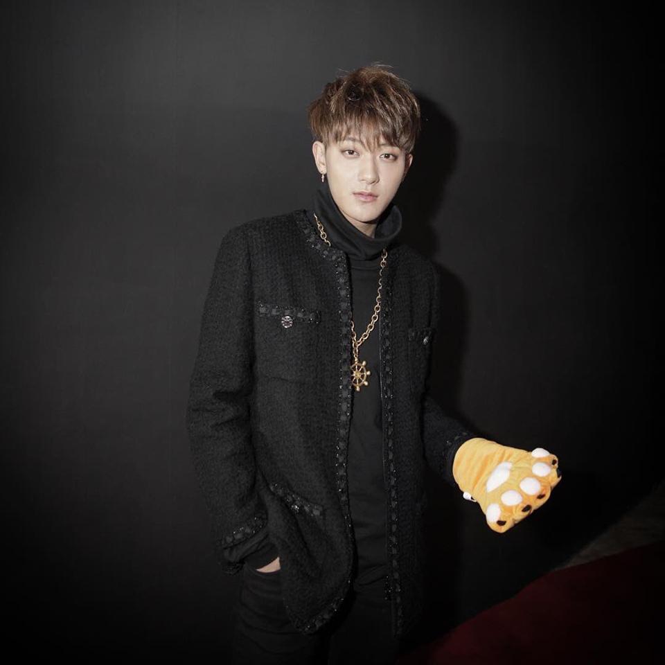 Ngày 22/12, Hoàng Tử Thao tham dự hai sự kiện tuyên truyền cho show The Amazing Idol vàphim Thiết Đạo Phi Hổ.