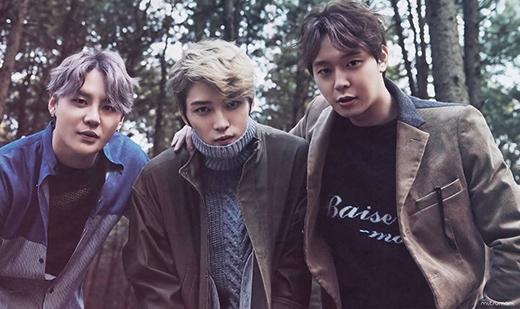 Còn Jae Joong, Yoochun và Junsu hoạt động dưới cái tên JYJ, trực thuộc C-Jes Entertainment.