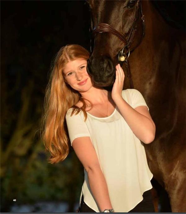 Niềm đam mê cưỡi ngựa của Jennifer được bộc lộ từ rất sớm và cô nàng vẫn luôn toàn tâm toàn ý theo đuổi sở thích này, nhất là khi luôn được bố ủng hộ hết mình.