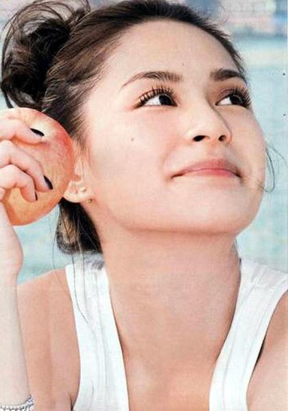 Gương mặt trẻ thơ khiến nhiều người không thể nhận ra tuổi thật của Chung Hân Đồng.