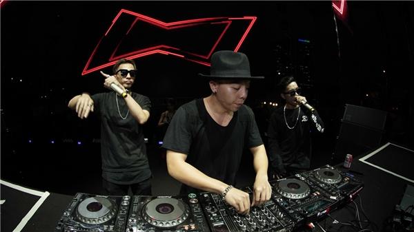 """DJ Touliver """"đốt cháy"""" sân khấu bằng những bản """"track"""" nhạc khủng."""