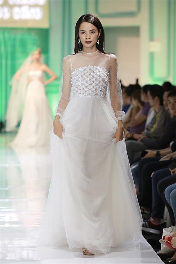 Lan Khuê làm cô dâu quyến rũ, đọ sắc cùng học trò Phạm Hương