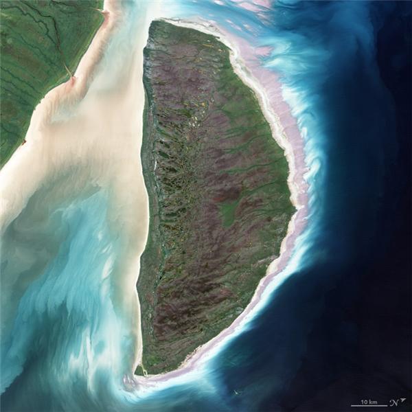 Chữ D: Đảo Akimiski, hòn đảo lớn nhất ở Vịnh James, nằm giữa các tỉnh bang Québec và Ontario ở Canada