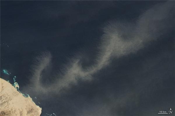 Chữ W:Những đám bụi quầng thảo trên bầu trời Biển Đỏ, Ấn Độ Dương