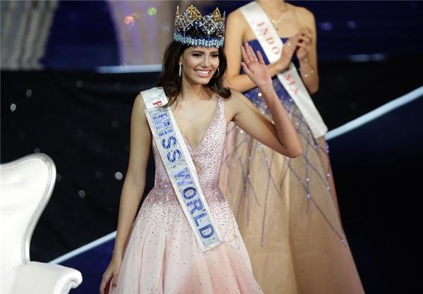 Hoa hậu Thế giới 2016 tên đầy đủ là Stephanie Del Valle. Cô năm nay 19 tuổi, cao 1m78 và hiện đang là sinh viên. Stephanie Del Valle có thể nói 3 thứ tiếng: Anh, Pháp và Tây Ban Nha. Đại diện của Puerto Rico đăng quang trong sự ngỡ ngàng, bất ngờ của hàng triệu khán giả bởi nhiều người cho rằng Hoa hậu Philippines Catriona Gray sẽ là người đội vương miện năm nay.