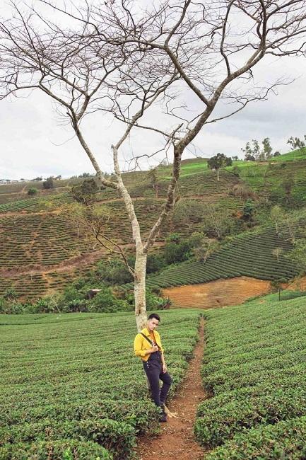 """Không còn là """"người lớn cô đơn"""", Phạm Hồng Phước mong rằng sau khi xem MV """"Việt Nam, đi, hôn và yêu"""" xong, mọi người sẽ có động lực rời xa thế giới mạng, xách ba lô lên và đi khám phá những cảnh đẹp của đất nước. - Tin sao Viet - Tin tuc sao Viet - Scandal sao Viet - Tin tuc cua Sao - Tin cua Sao"""