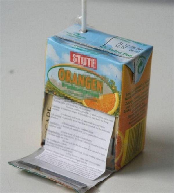 Hộp sữa này trợ giúp ta lúc đói... kiến thức.