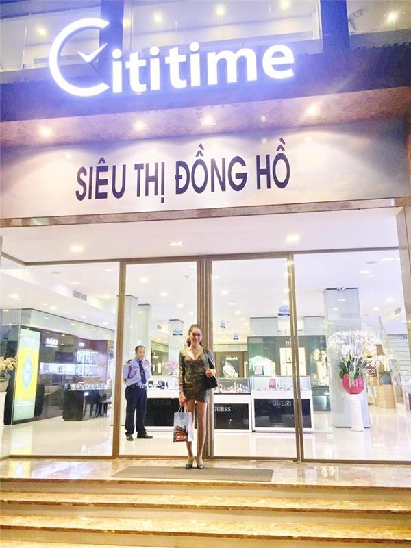 Nữ ca sĩxuất hiện với diện mạo vô cùng gợi cảmtại Cititime Mall.