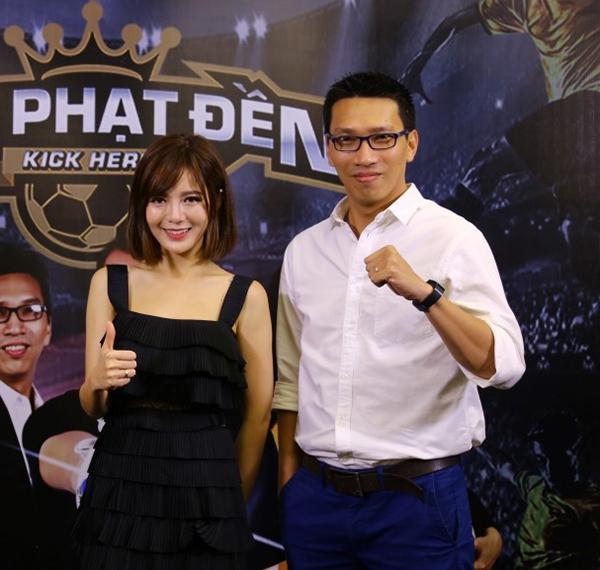 Đảm nhận vai trò Ban bình luận của chương trình là bình luận viên Đình Khôi và bình luận viên – hot girl Tú Linh.