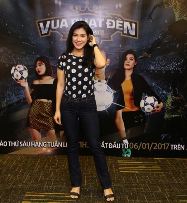 Nữ MC xinh đẹp Việt Anh rạng rỡ đến tham dự sự kiện.