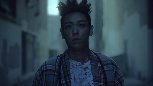 Trông T.O.P giống nhân vật trong Tình người duyên ma không nào.