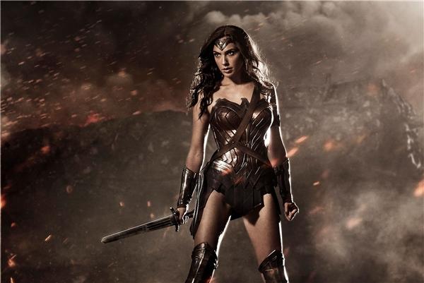 """Gal Gadot đã cho thấy nỗ lực thoát khỏi mác """"bình hoa di động"""" qua vai diễn Wonder Woman."""