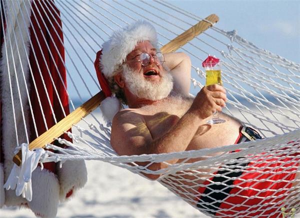Sau tour tặng quà mùa đông, ông già Noel cũng cần có kì nghỉ dưỡng chứ