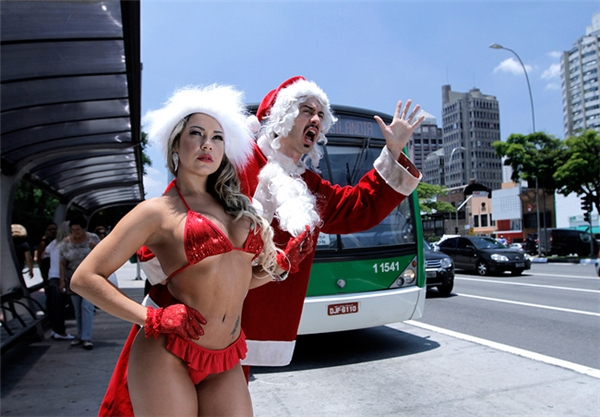 """Ông già Noel cũng có """"gấu"""" xinh thế này thì ai chịu thấu."""