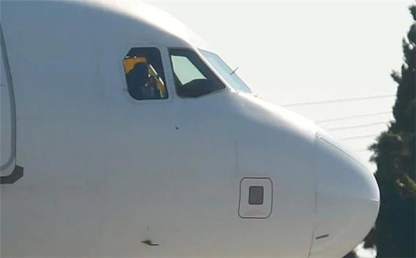 Chiếc máy bay Airbus A320 của hãng hàng không Afriqiyah Airways khởi hành từ thành phố Sabha đến thủ đô Tripoli, Libya đã bị 2 tên không tặc tấn công, đe dọa sẽ cho nổ phi cơ bằng lựu đạn.