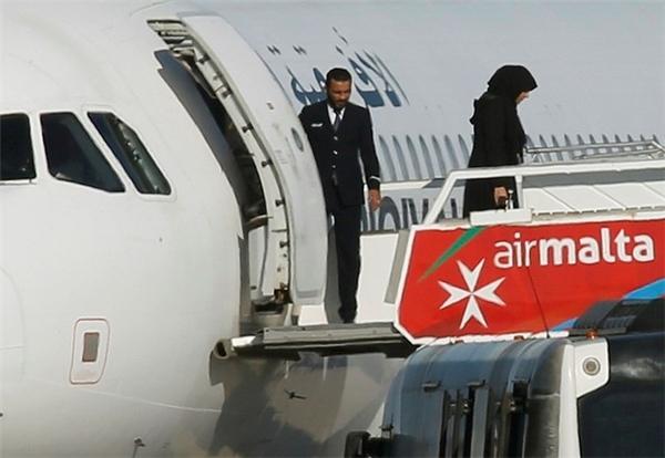Sốc: Máy bay chở 118 người bị không tặc cướp và đe dọa cho phát nổ
