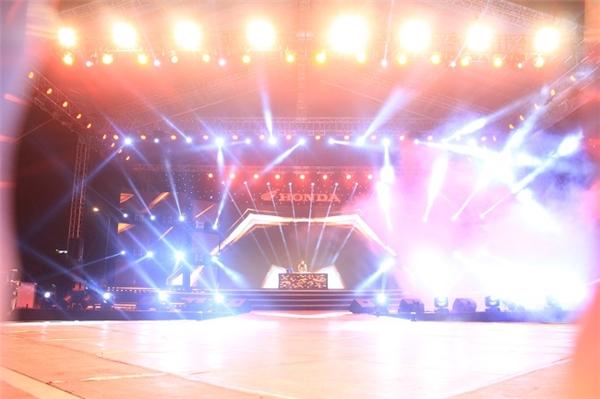 Sân khấu đêm chung kết toàn quốc cực hoành tráng (BeU+ with Honda 2015). - Tin sao Viet - Tin tuc sao Viet - Scandal sao Viet - Tin tuc cua Sao - Tin cua Sao
