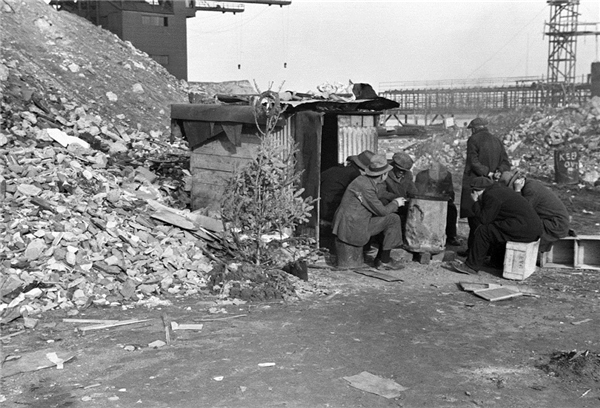Giáng sinh nghèo nàn tại khu ổ chuộtHooverville (New York, Mỹ) vào thời kì suy thoái kinh tế. (Ảnh:Historical)